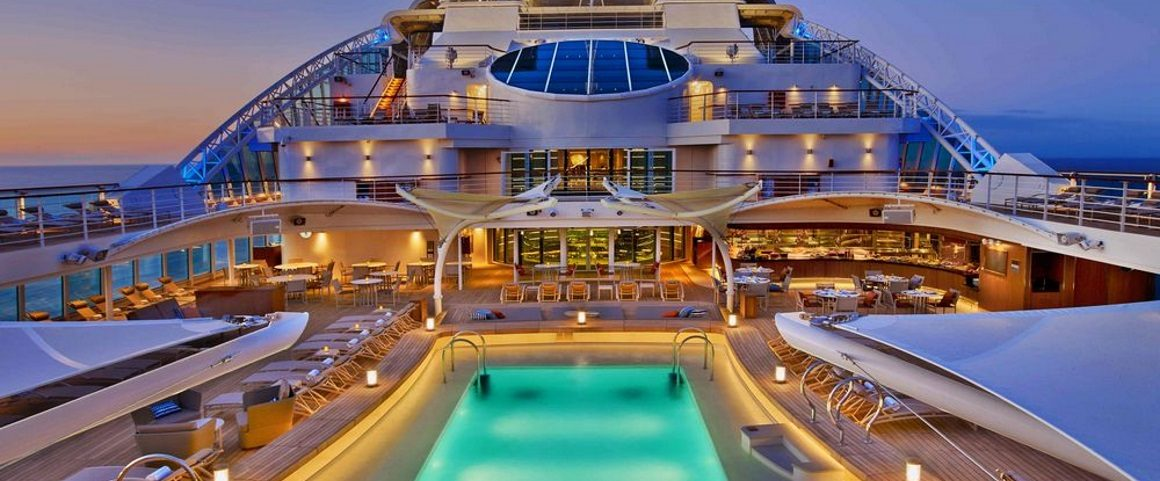 Which luxury line builds ships with fewer than 600 guests?